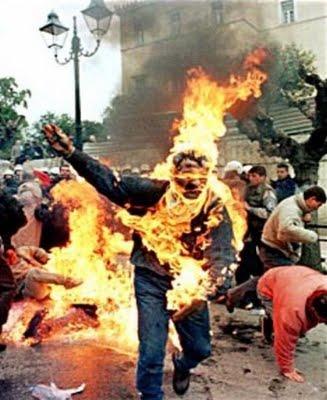Un iraquí se quema a lo bonzo en protesta por las condiciones de vida